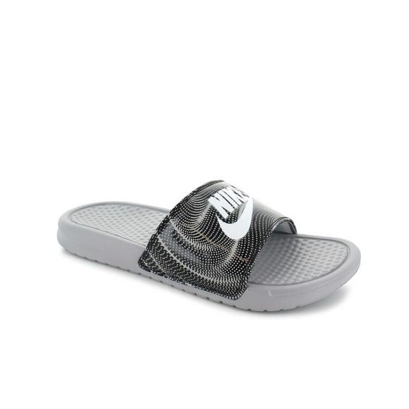 a73ec6edc801 Women Nike Benassi Print Size 10 Slip on Slides